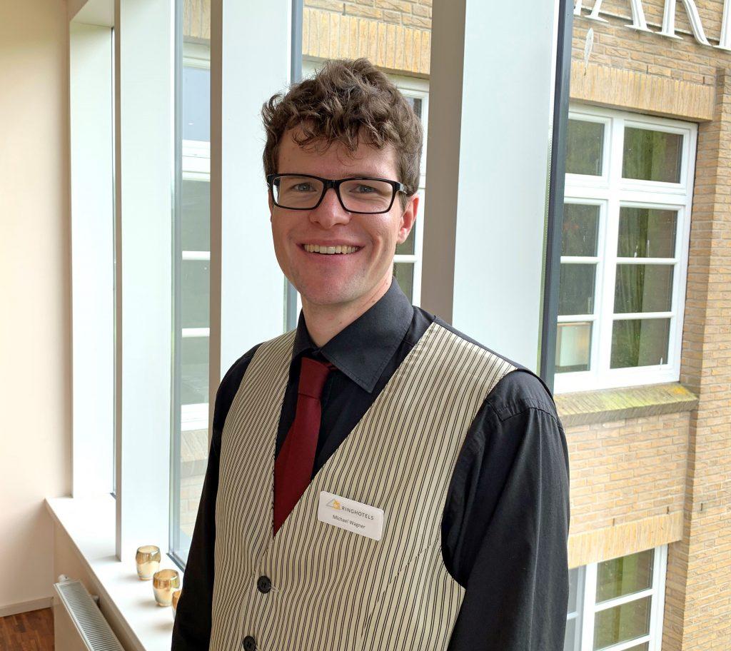 Michael Wagner ist Auszubildener zum Restaurantfachmann beim Hotel Waldschlösschen in Schleswig.
